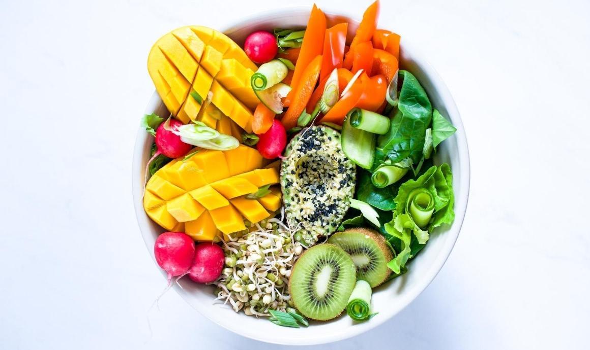 Bunter Salaat zum Intervallfasten
