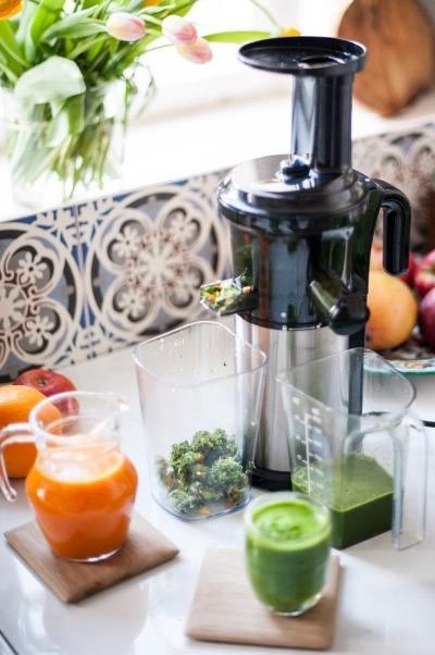 Mit dem Tribest Shine Kompakt-Entsafter Grüne Säfte und Gemüsesäfte zubereiten